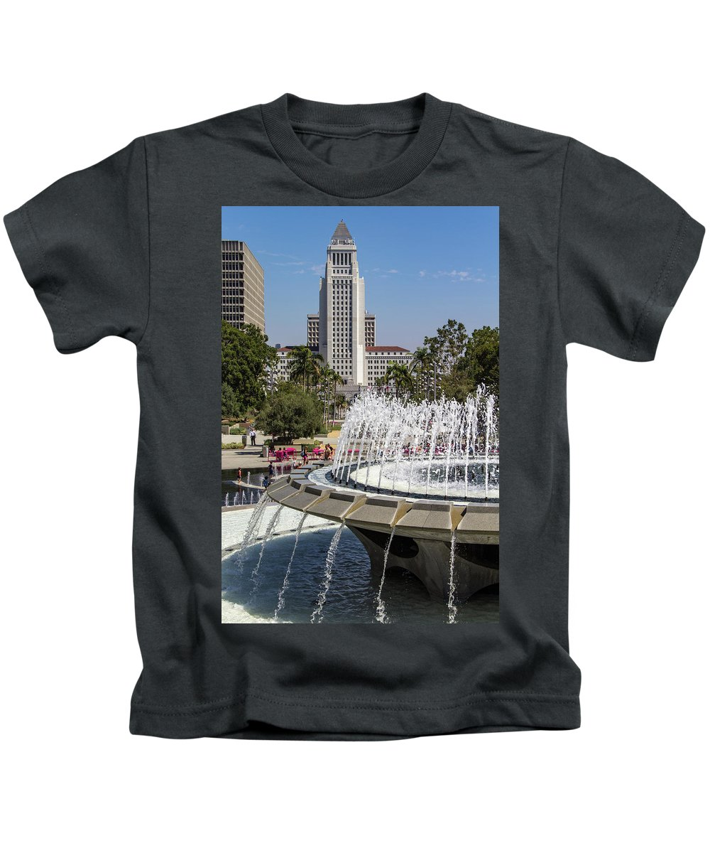 Arthur J. Will Kids T-Shirt featuring the photograph Los Angeles City Hall And Arthur J. Will Memorial Fountain by Roslyn Wilkins
