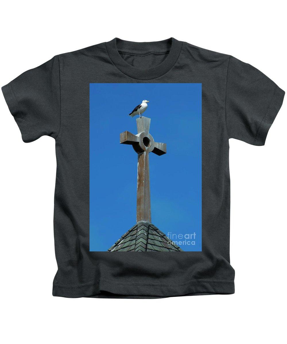 Bird Kids T-Shirt featuring the photograph Bird Of Pray by Joe Geraci