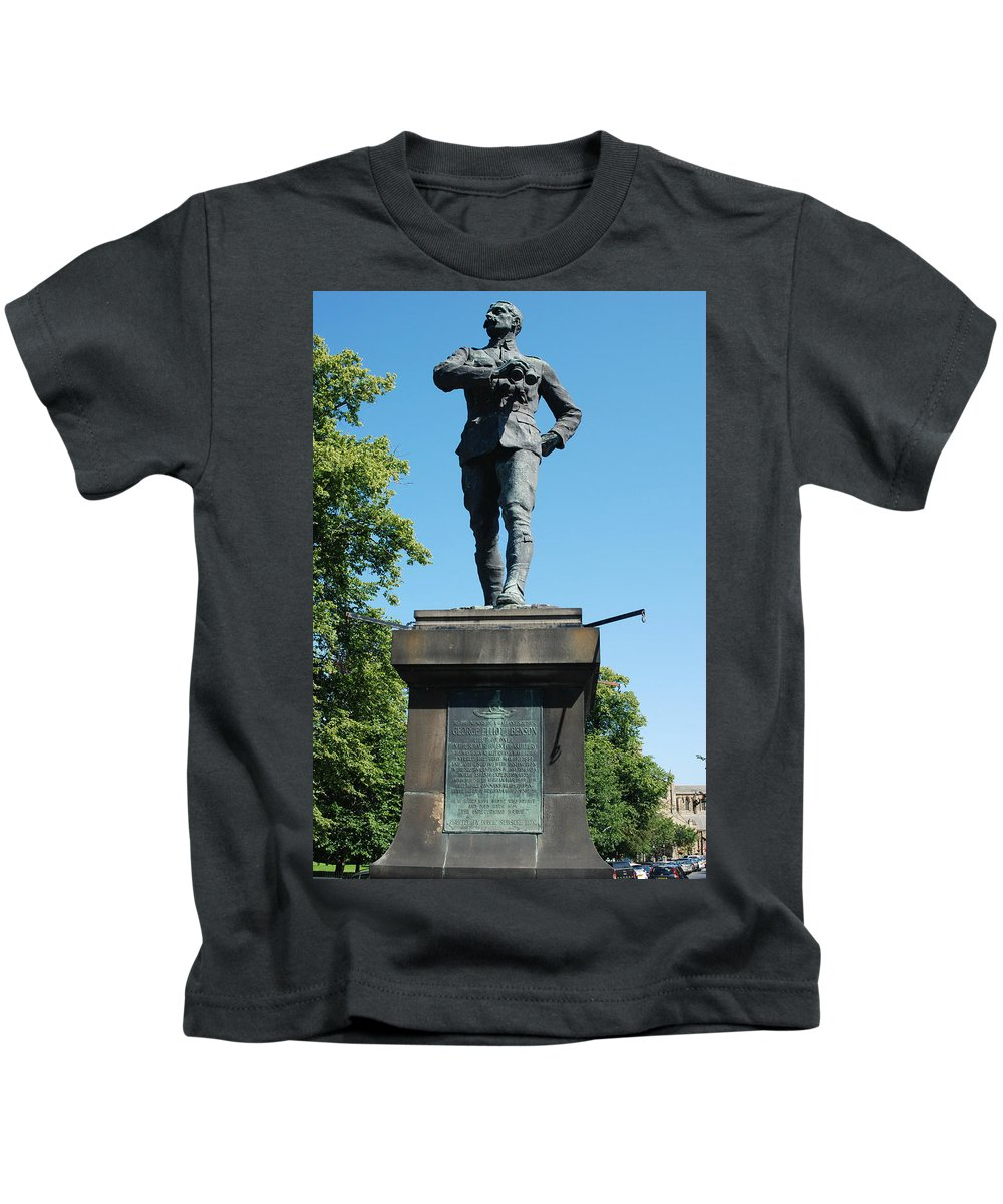 Statue Kids T-Shirt featuring the photograph statue In memory of Gallant Soldier Lt. Col. George Elliott Bens by Victor Lord Denovan