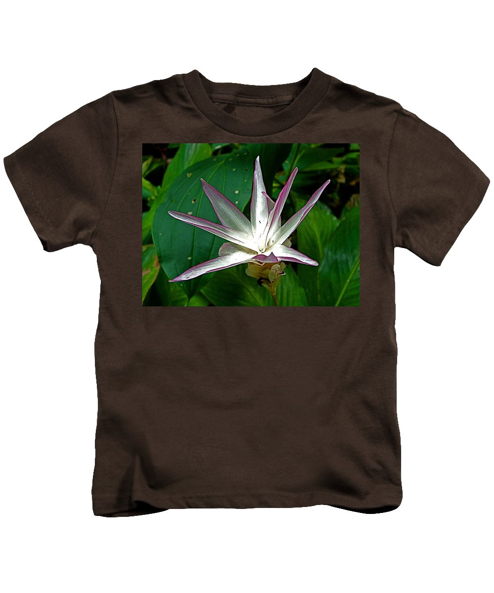 Narcissus In Jim Thompson House And Museum In Bangkok Kids T-Shirt featuring the photograph Narcissus In Jim Thompson House And Museum In Bangkok-thailand. by Ruth Hager