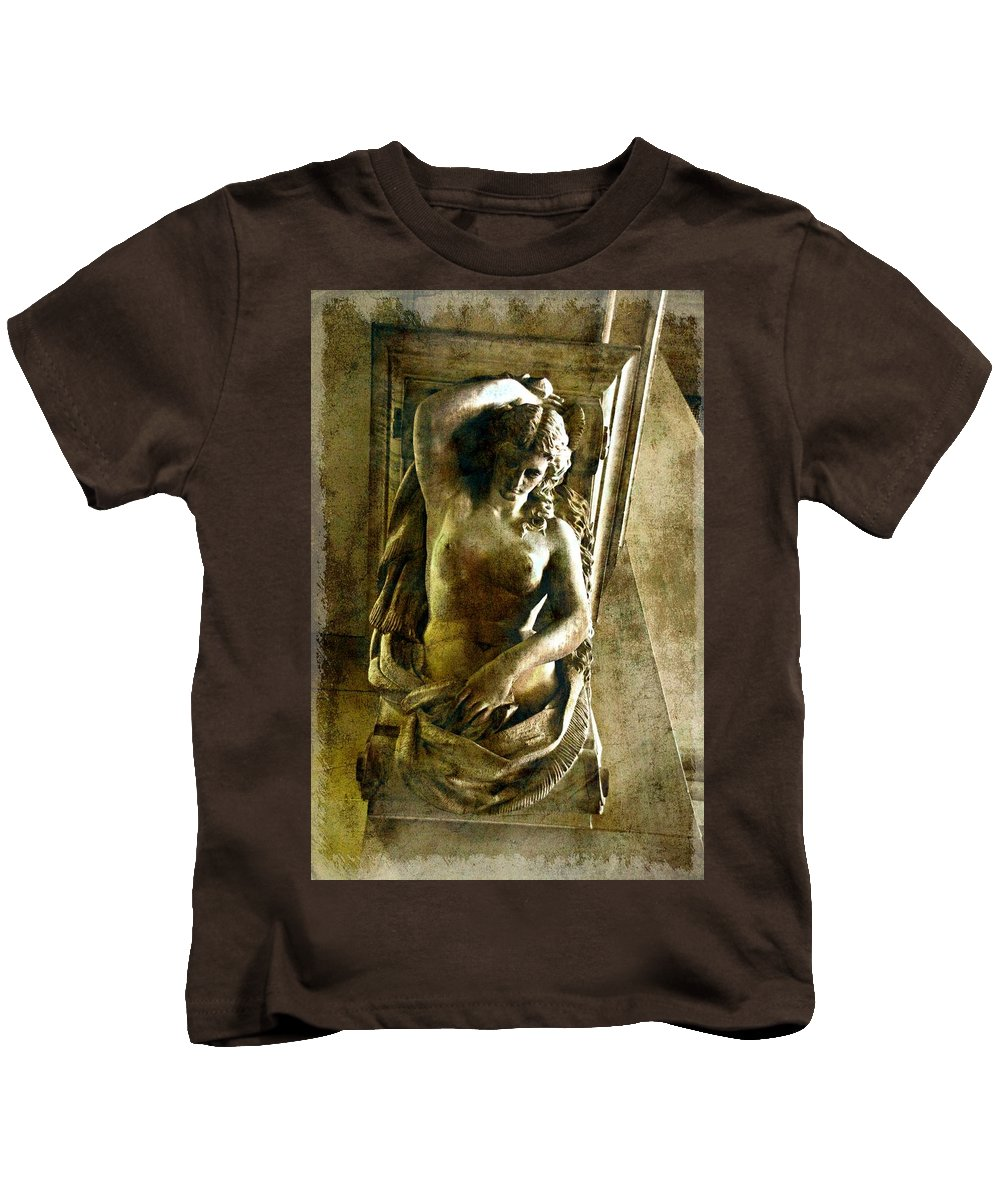 Statue In City Hall Kids T-Shirt featuring the photograph Beauty Inside by Alice Gipson