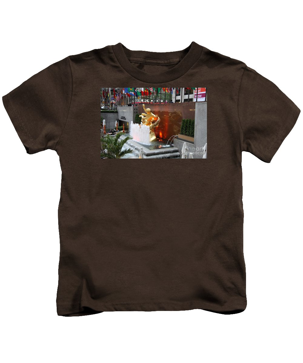 Fountain Kids T-Shirt featuring the photograph Fountain And Prometheus - Rockefeller Center by Christiane Schulze Art And Photography
