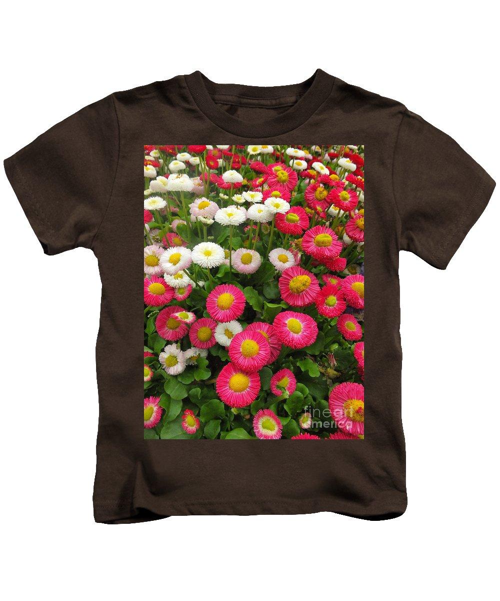 Keukenhof Gardens Kids T-Shirt featuring the photograph Keukenhof Gardens 39 by Mike Nellums