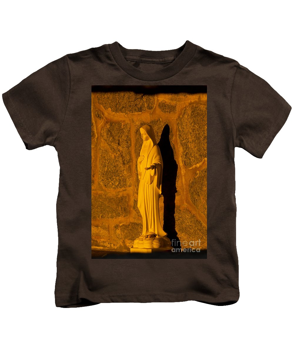 Mary Kids T-Shirt featuring the photograph Look Inside by Joe Geraci