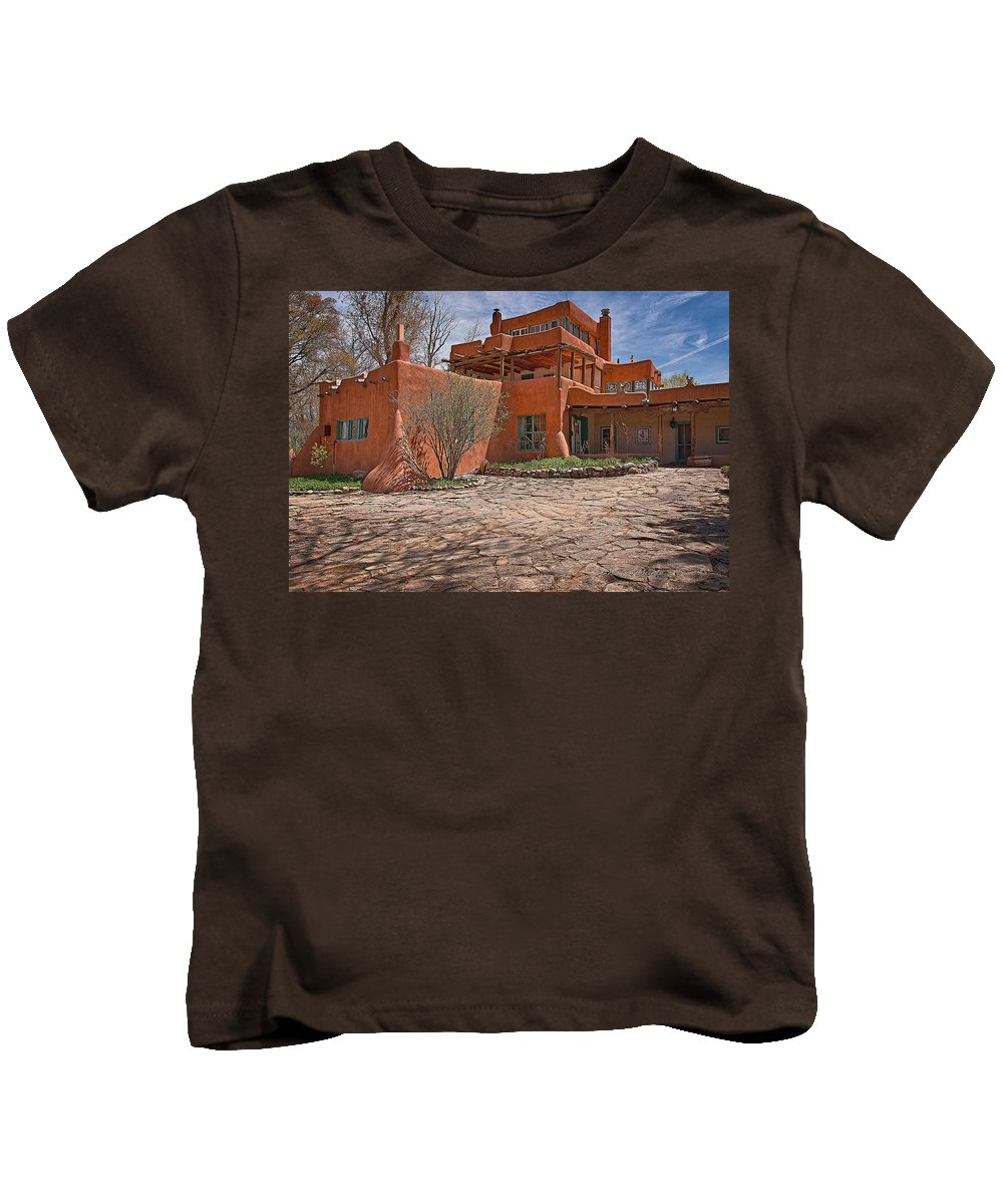 Santa Kids T-Shirt featuring the photograph Mabel Dodge Luhan House by Charles Muhle