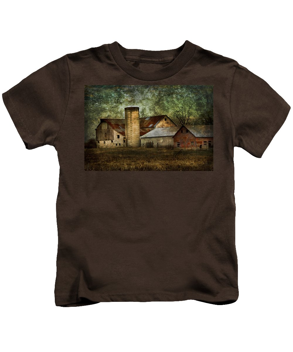 Mennonite Kids T-Shirt featuring the photograph Mennonite Farm In Tennessee Usa by Kathy Clark