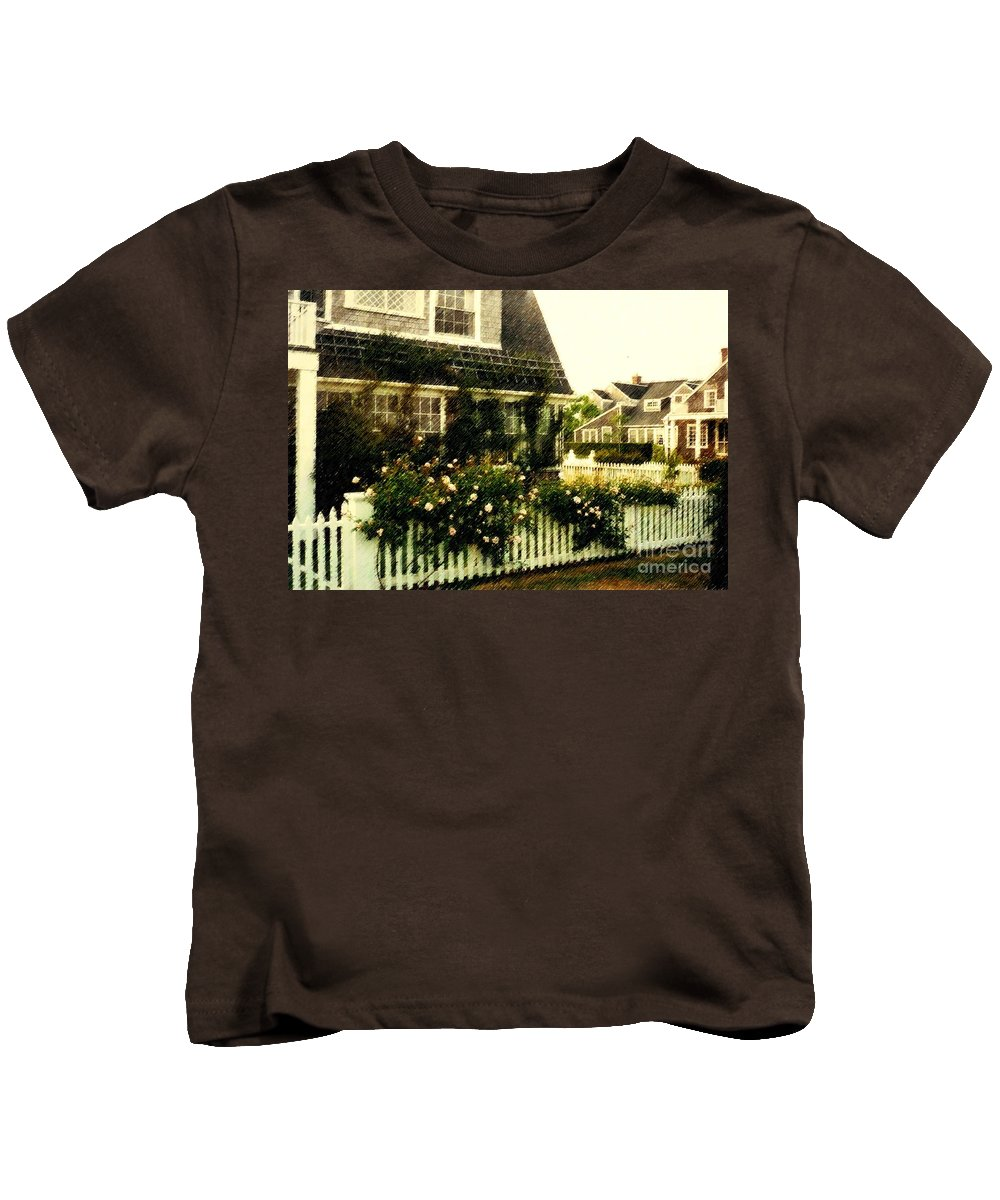 Cottage Kids T-Shirt featuring the photograph Nantucket Cottage by Desiree Paquette