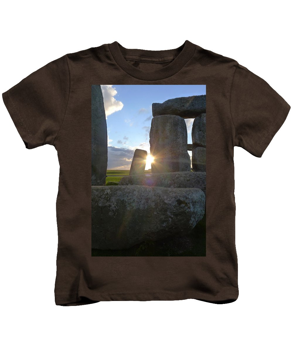 Stonehenge Kids T-Shirt featuring the photograph Peek-a-boo Sun At Stonehenge by Denise Mazzocco