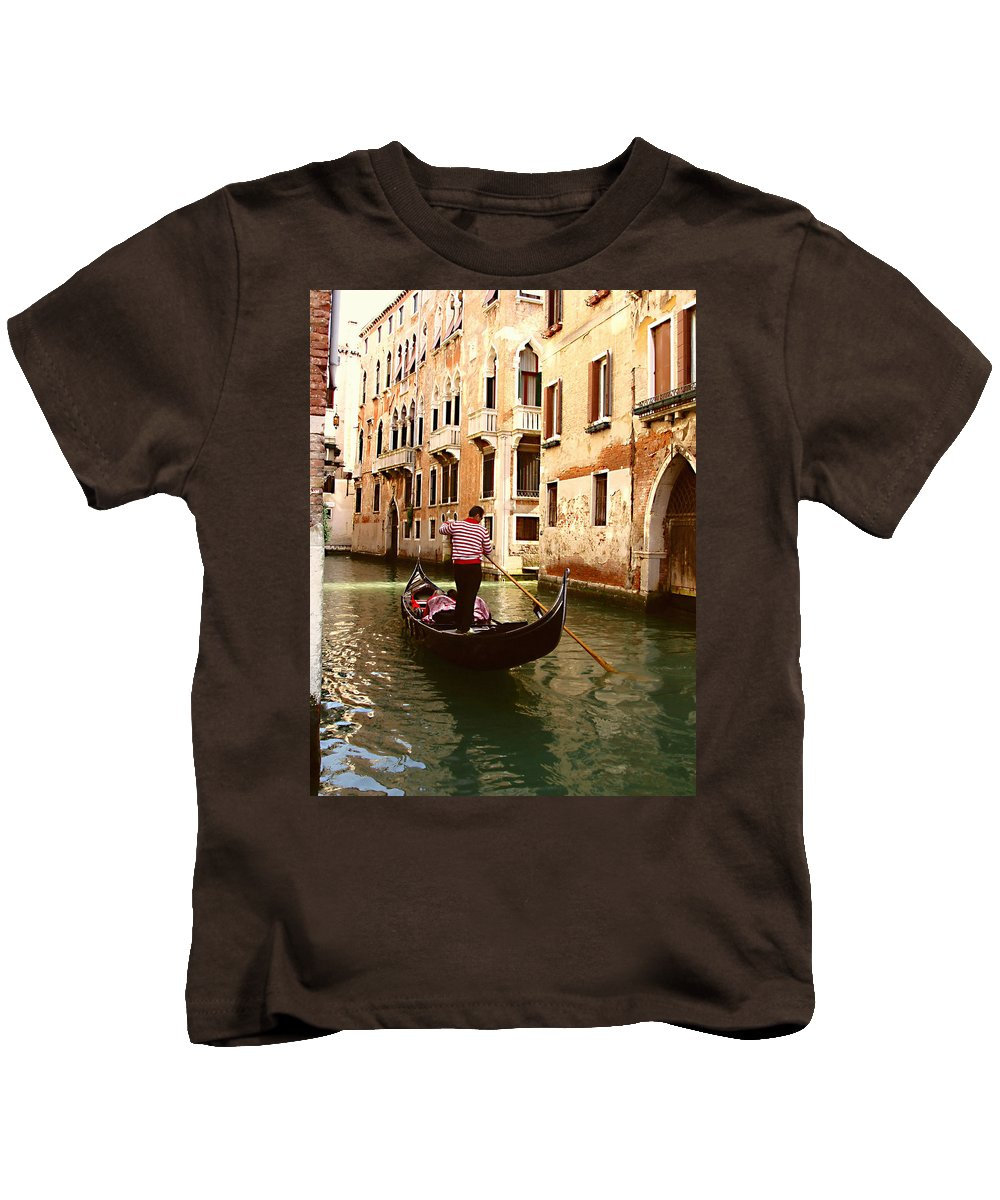 The Gondolier Kids T-Shirt featuring the photograph The Gondolier by Ellen Henneke
