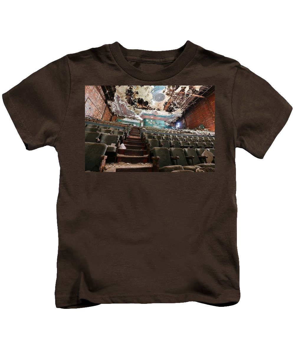 Youngstown Urban Paramount Downtown Decay Urbanx Taaffe Ohio Y-town Ysu Warner Bros. Mahoning Valley Kids T-Shirt featuring the photograph The Paramount Theater by Jimmy Taaffe