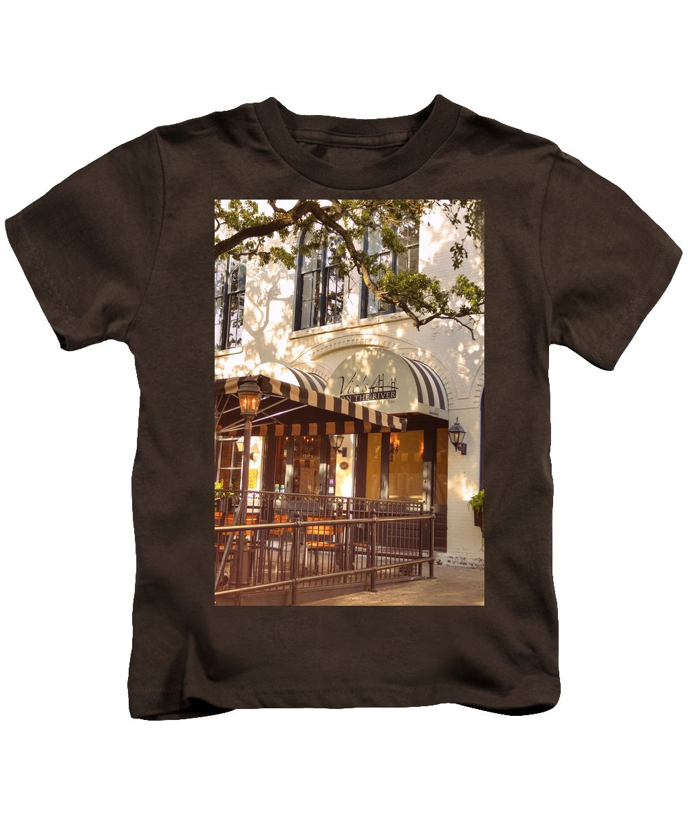 Vic's Restaurant Kids T-Shirt featuring the photograph Vic's On The River by Linda Covino