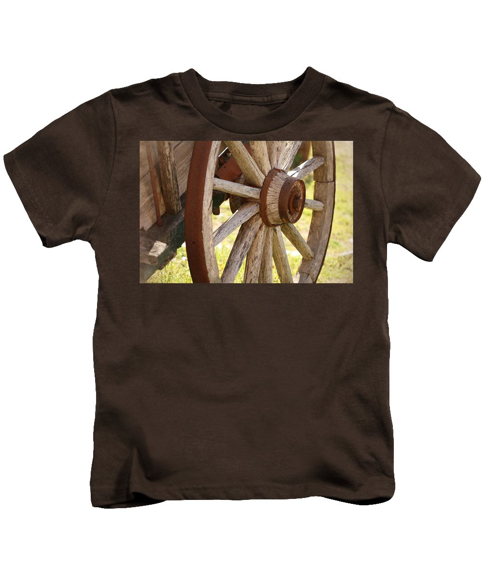 Wagon Kids T-Shirt featuring the photograph Westward Ho by Terry Fleckney