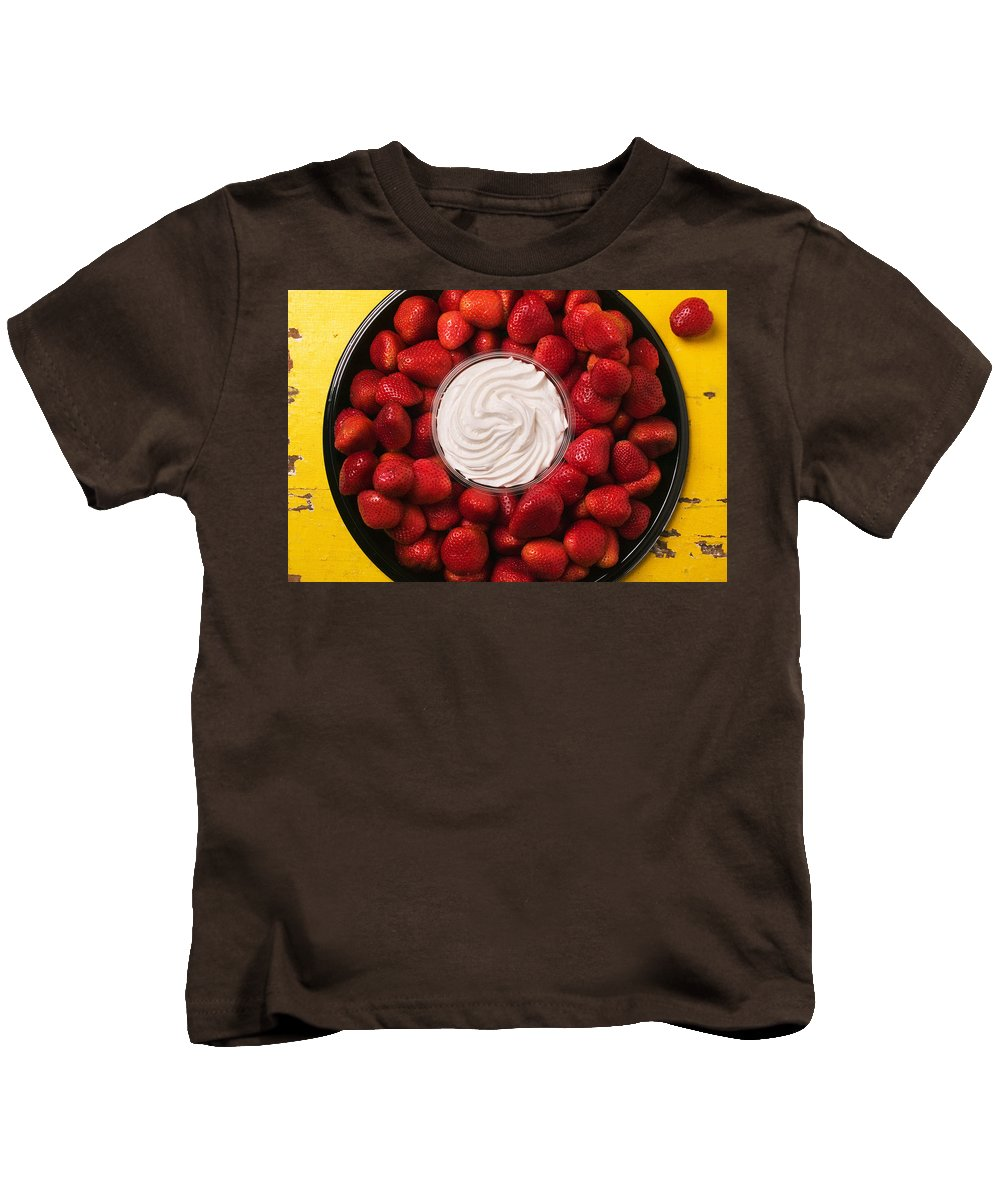 Strawberry Kids T-Shirt featuring the photograph Round Tray Of Strawberries by Garry Gay