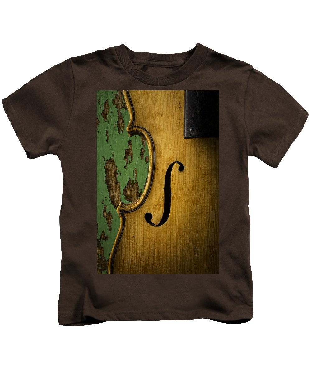 Old Kids T-Shirt featuring the photograph Old Violin Against Green Wall by Garry Gay