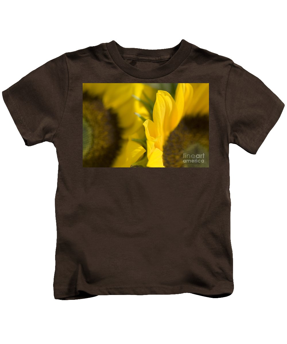 83-pfs0181 Kids T-Shirt featuring the photograph Flower Abstract by Ray Laskowitz - Printscapes