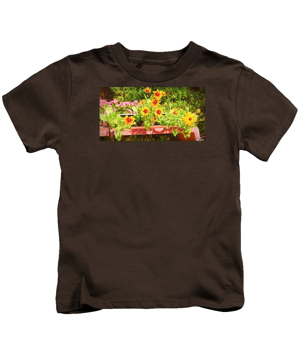 Landscape Kids T-Shirt featuring the photograph A Daisy Day by Earl Ricks