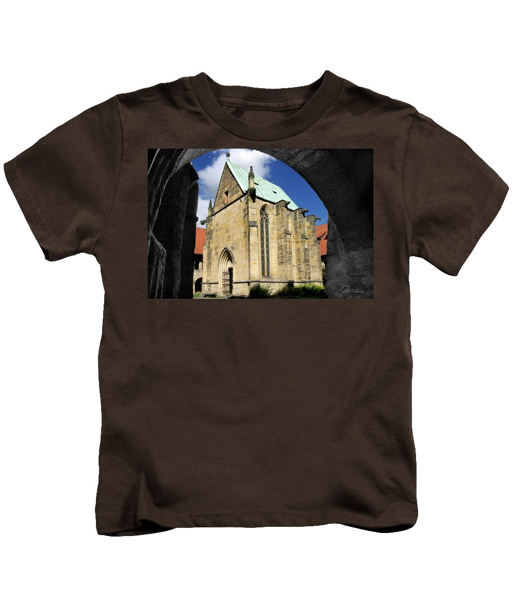 Architecture Kids T-Shirt featuring the photograph A Window Through Time by Frederic A Reinecke