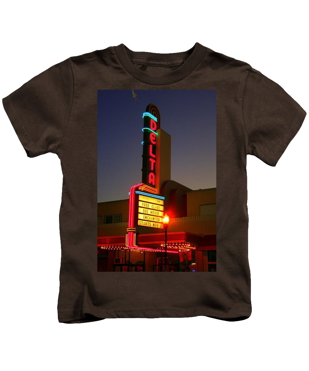 Brentwood Kids T-Shirt featuring the photograph Brentwood Theatre by Suzanne Lorenz