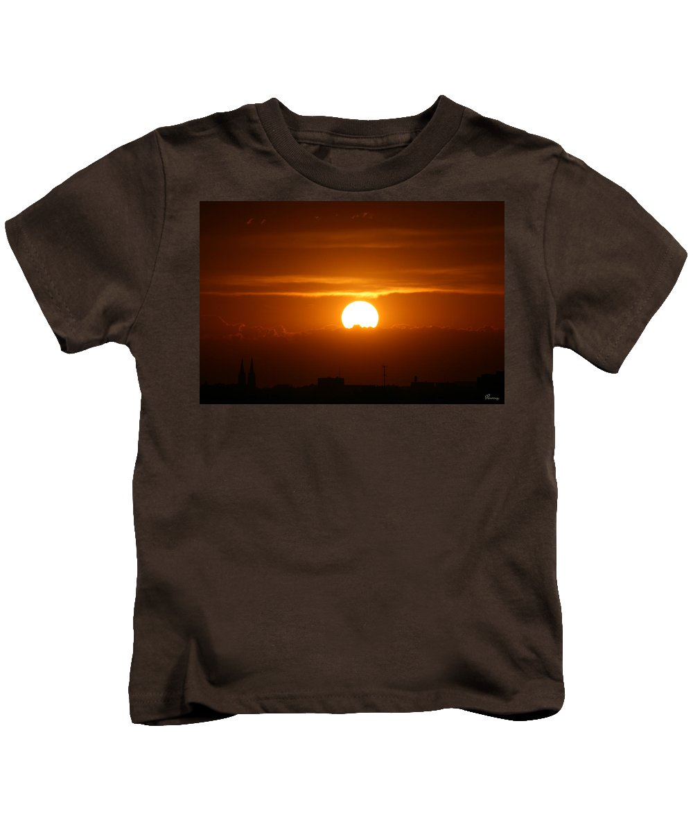 Sunset Clouds City Skyline Sky Earth Scenery Nature Natural Beauty Mother Nature Golden Setting Sun Kids T-Shirt featuring the photograph Final Moments by Andrea Lawrence