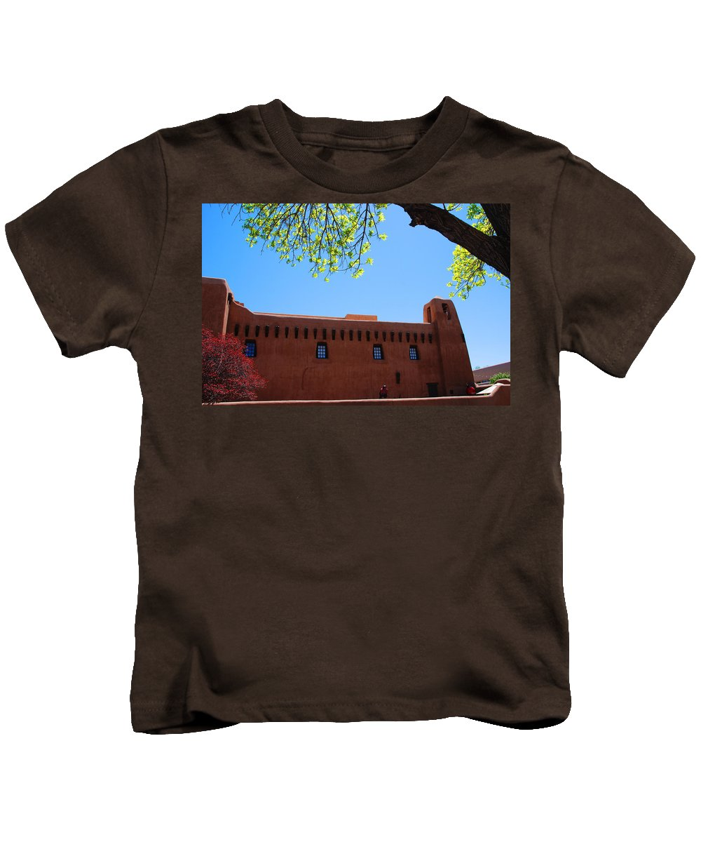 New Mexico Kids T-Shirt featuring the photograph New Mexico Museum Of Art by Susanne Van Hulst