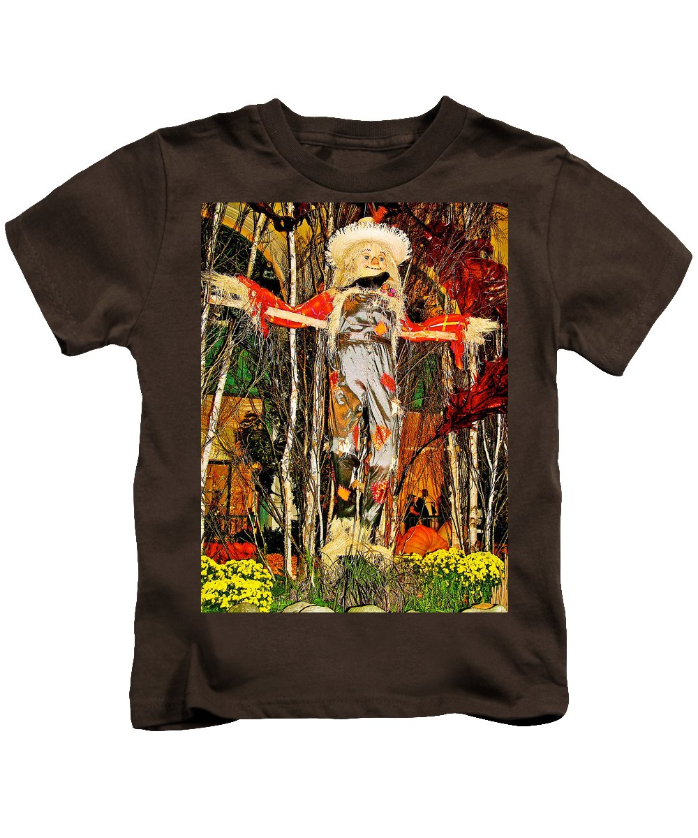 Scarecrow In Bellagio Conservatory In Las Vegas Kids T-Shirt featuring the photograph Scarecrow In Bellagio Conservtory In Las Vegas-nevada by Ruth Hager
