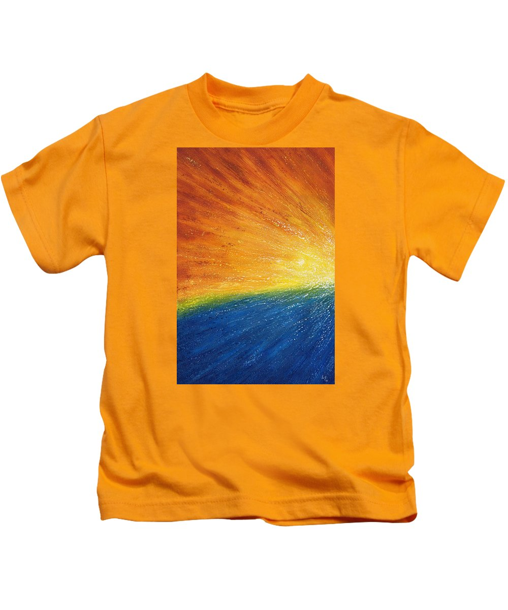 Abstract Kids T-Shirt featuring the painting Horizon by Laura Teti
