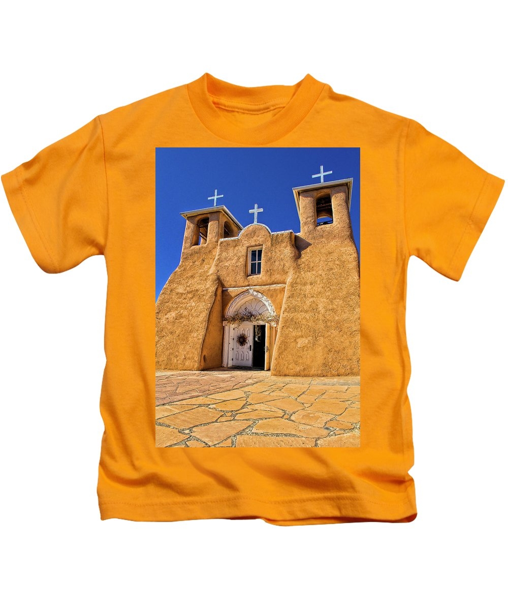 Ranchos De Taos Kids T-Shirt featuring the photograph Ranchos De Taos Church by Charles Muhle