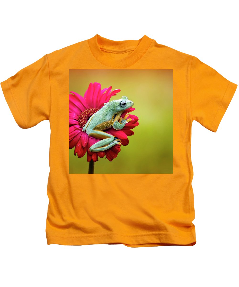 Macro Kids T-Shirt featuring the photograph Colorful Frog by Fauzan Maududdin