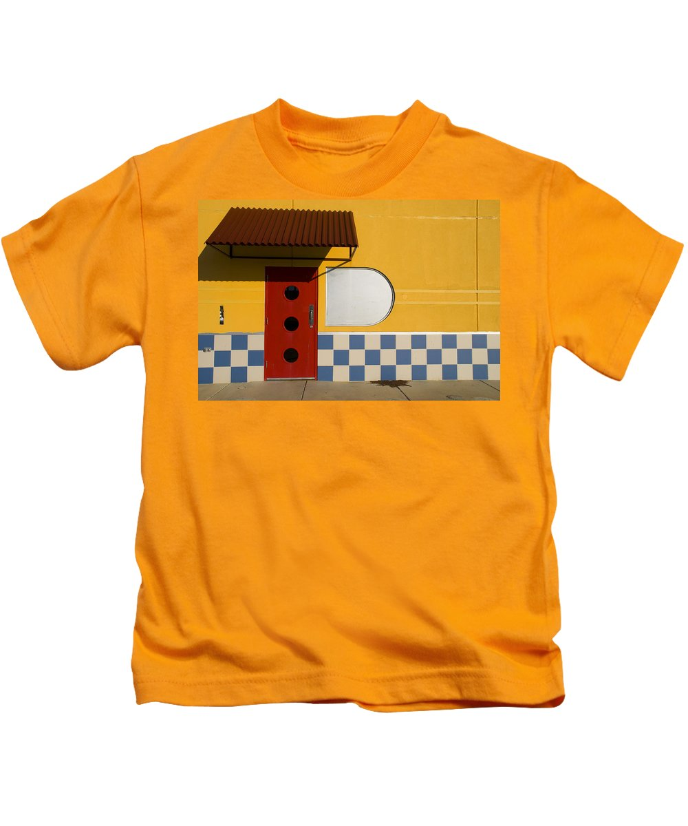 Architecture Kids T-Shirt featuring the photograph Happy Days by Skip Hunt