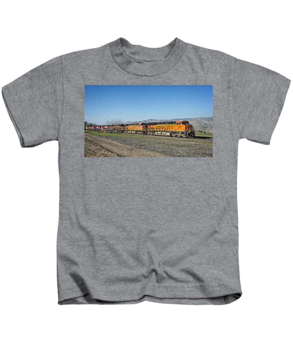 Bnsf Kids T-Shirt featuring the photograph Bnsf 7199 Consist by Jim Thompson