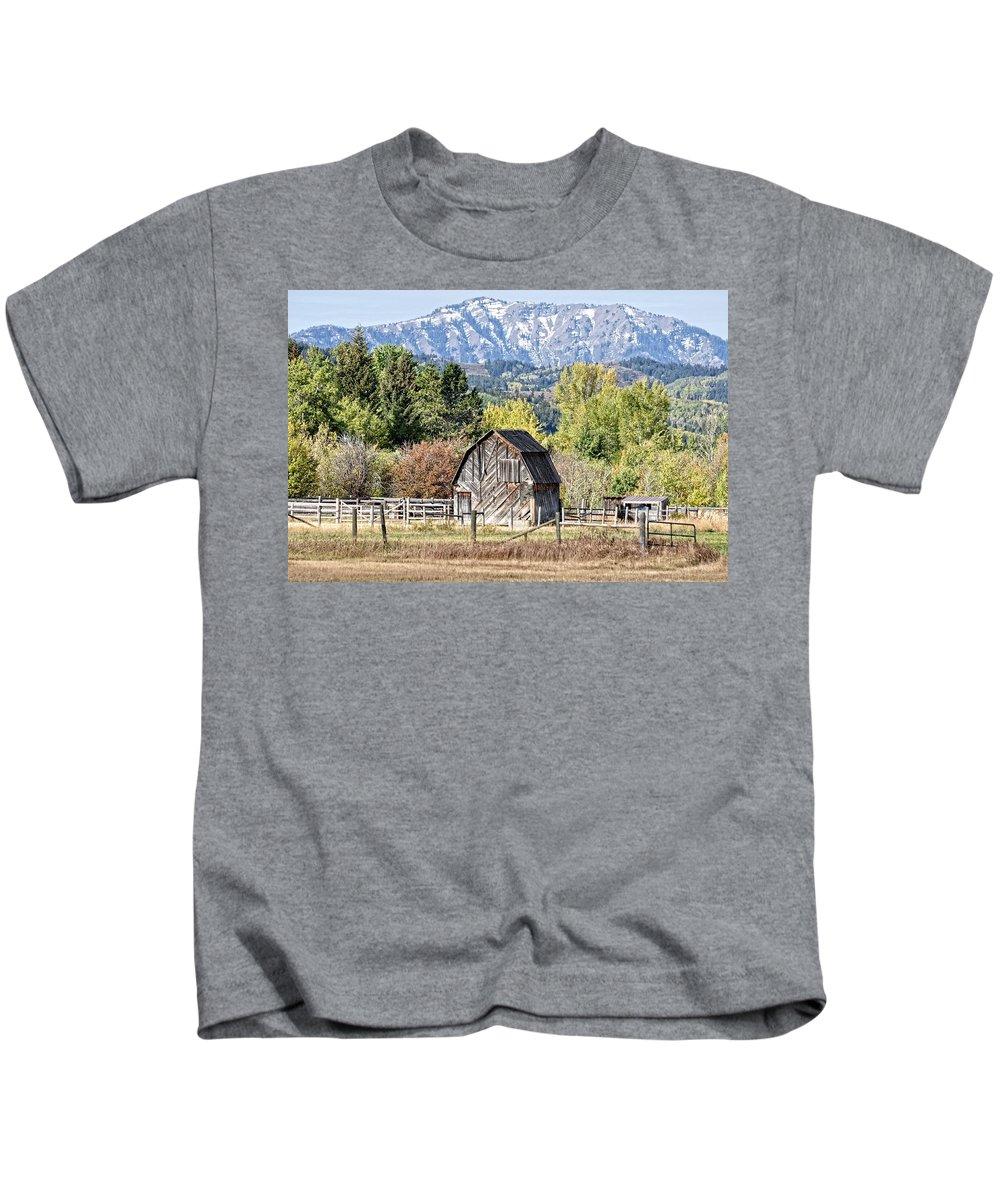 Barn Kids T-Shirt featuring the photograph Palisades Barn by Image Takers Photography LLC - Laura Morgan