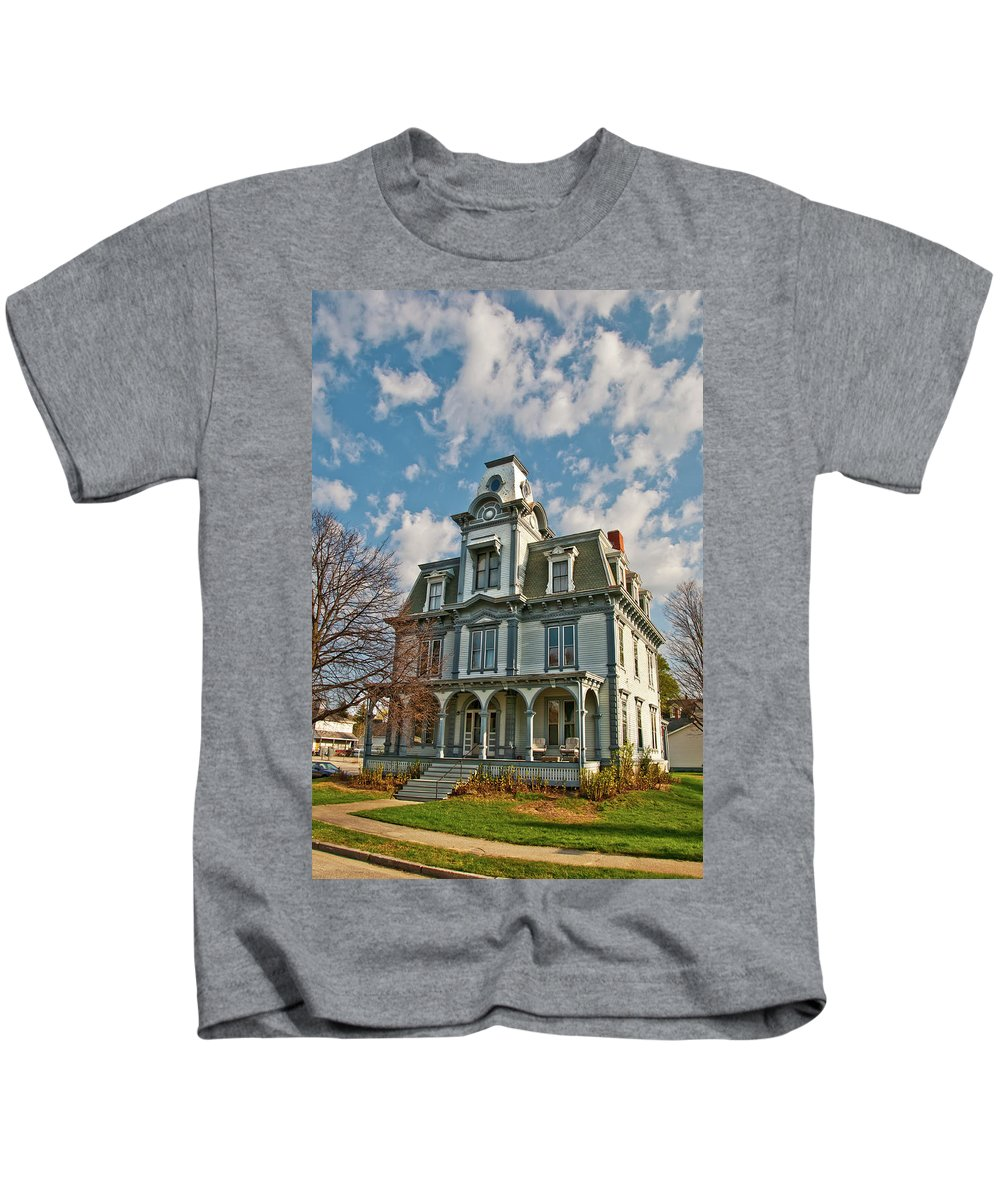 Buildings Kids T-Shirt featuring the photograph Auburn Home 0075 by Guy Whiteley
