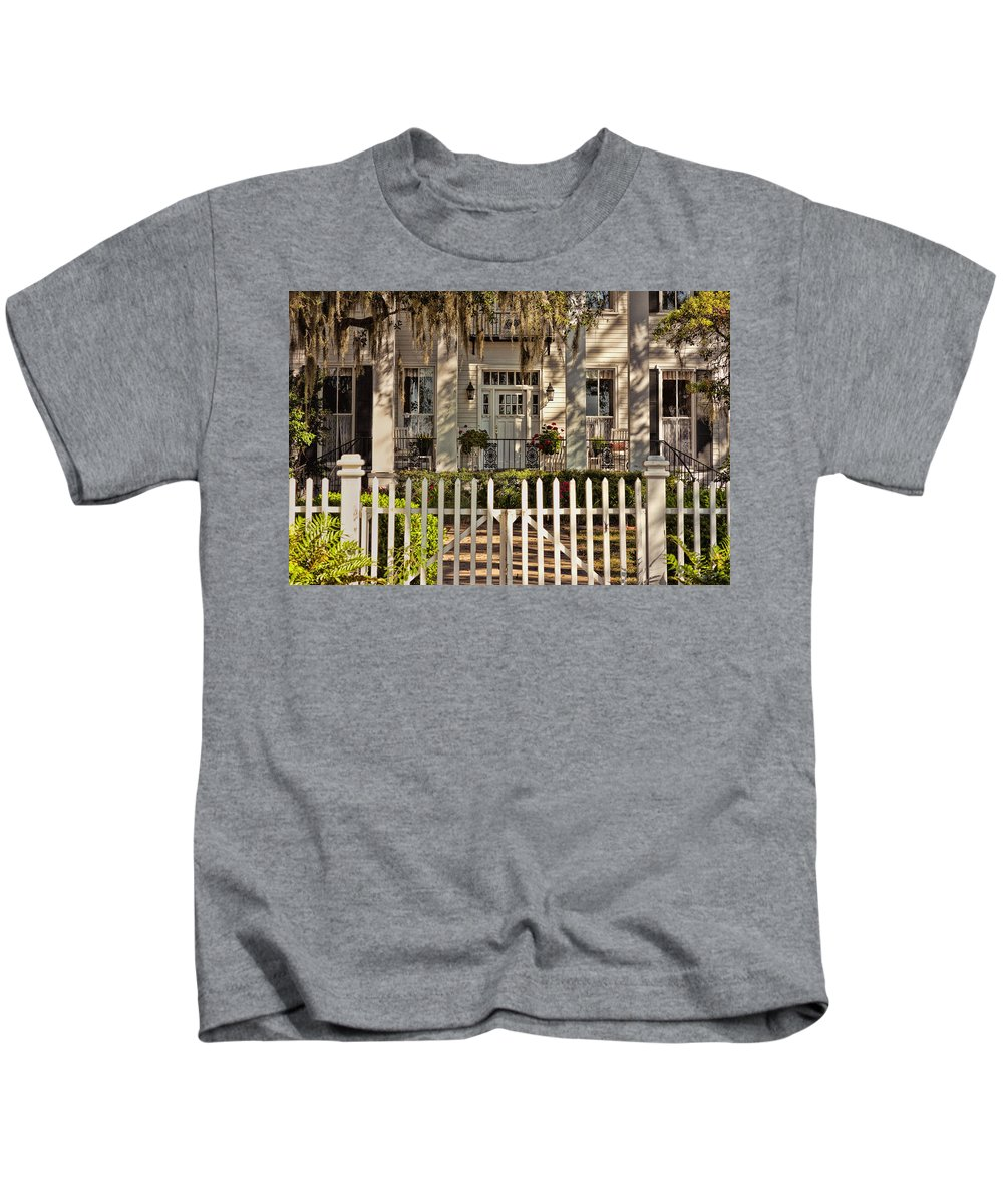 Tybee Island Kids T-Shirt featuring the photograph Beautiful Entryway On The Isle Of Hope by Diana Powell