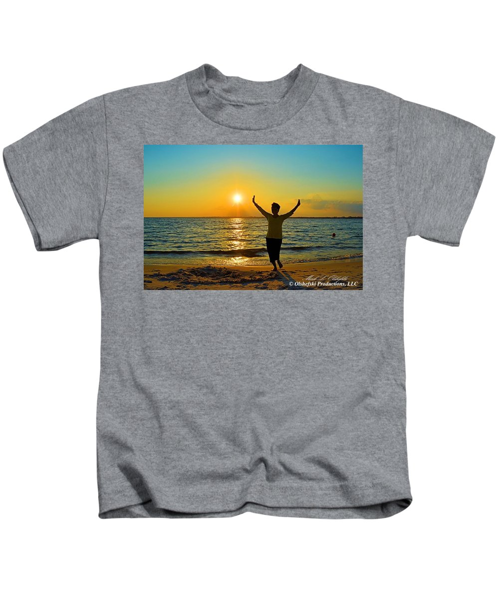 Sunset Photographs Kids T-Shirt featuring the photograph Dancing In The Sunlight by Mark Olshefski