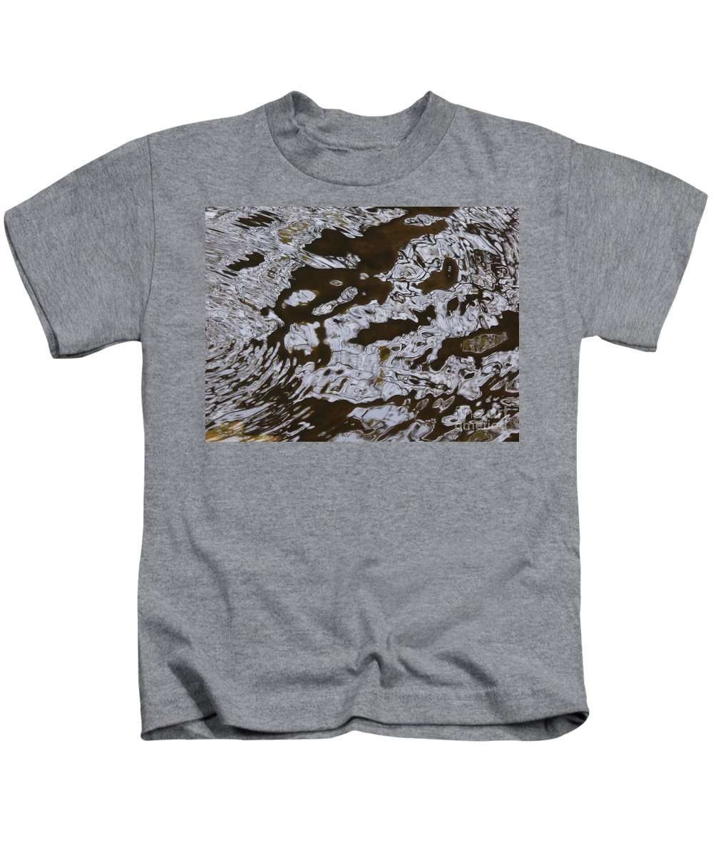 Kids T-Shirt featuring the photograph Dancing Water by Nili Tochner