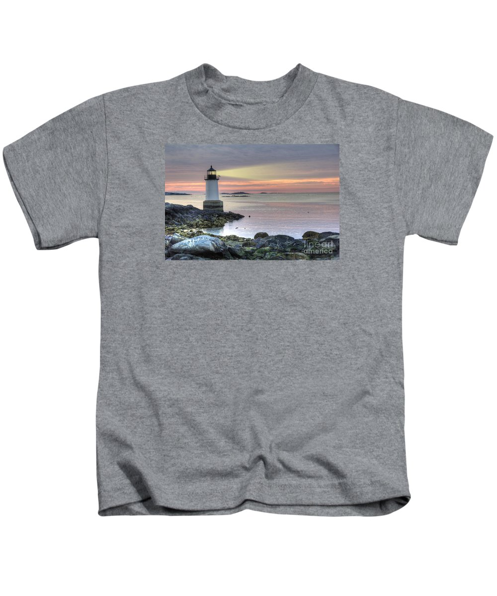 America Kids T-Shirt featuring the photograph Fort Pickering Lighthouse At Sunrise by Juli Scalzi
