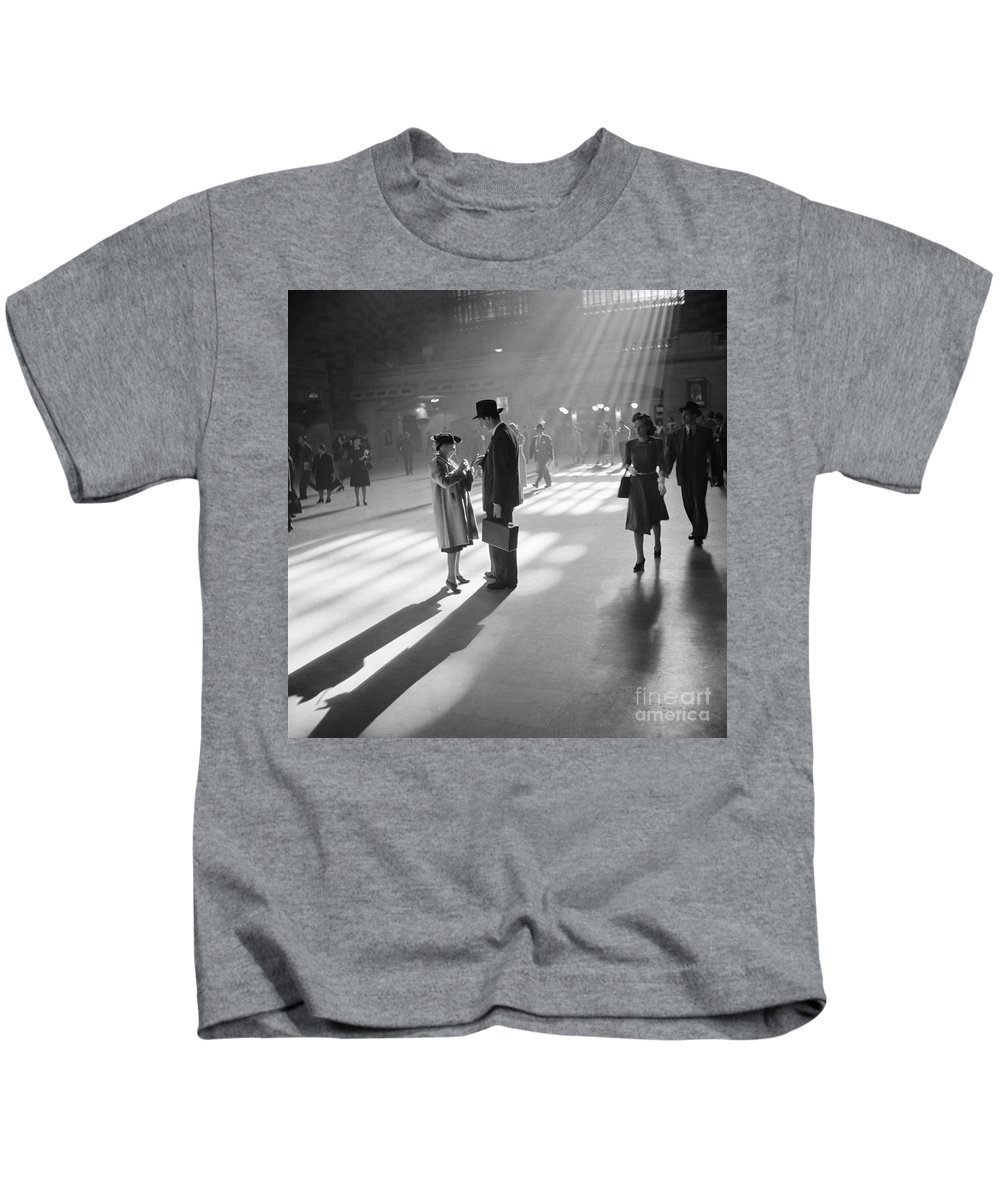1941 Kids T-Shirt featuring the photograph Grand Central Station 1941 by Granger