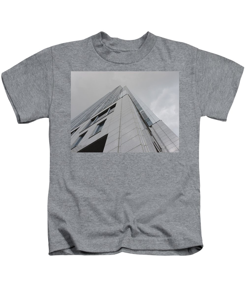 City Kids T-Shirt featuring the photograph Great American Tower At Queen City Square In Cincinnati by Cityscape Photography