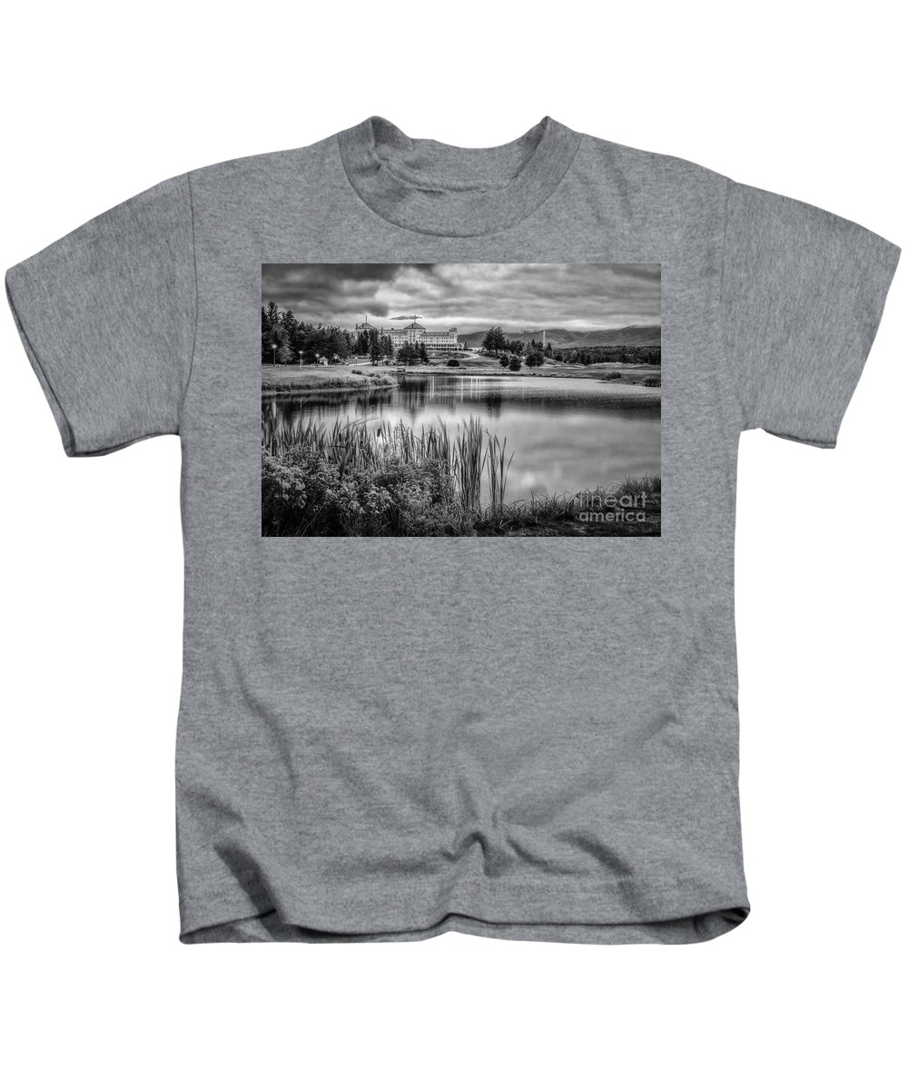 Mt Washington Kids T-Shirt featuring the photograph Green Of Hole 3 Mt Pleasant Course by Scott Thorp