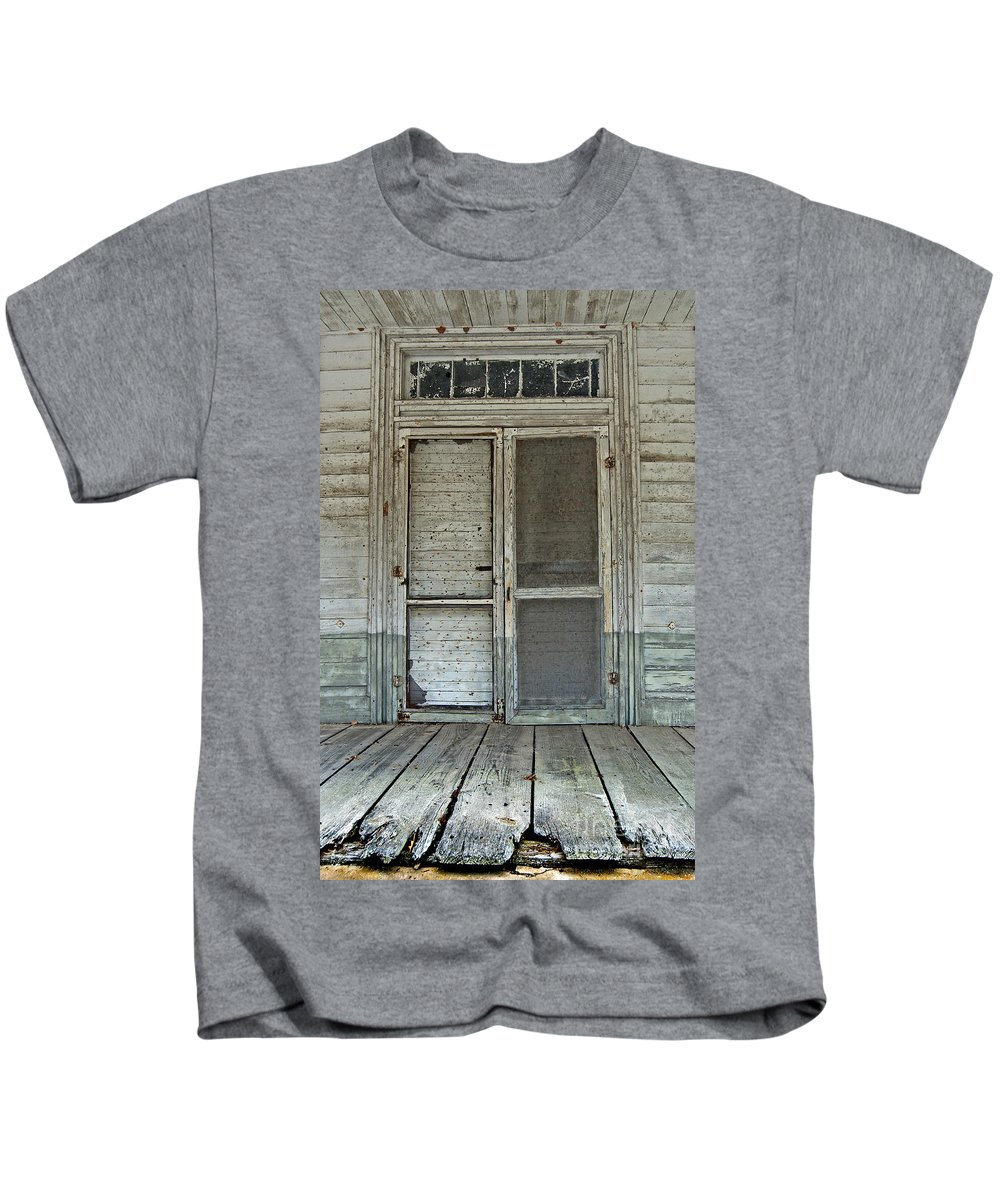 Scenic Tours Kids T-Shirt featuring the photograph Historic Portal by Skip Willits