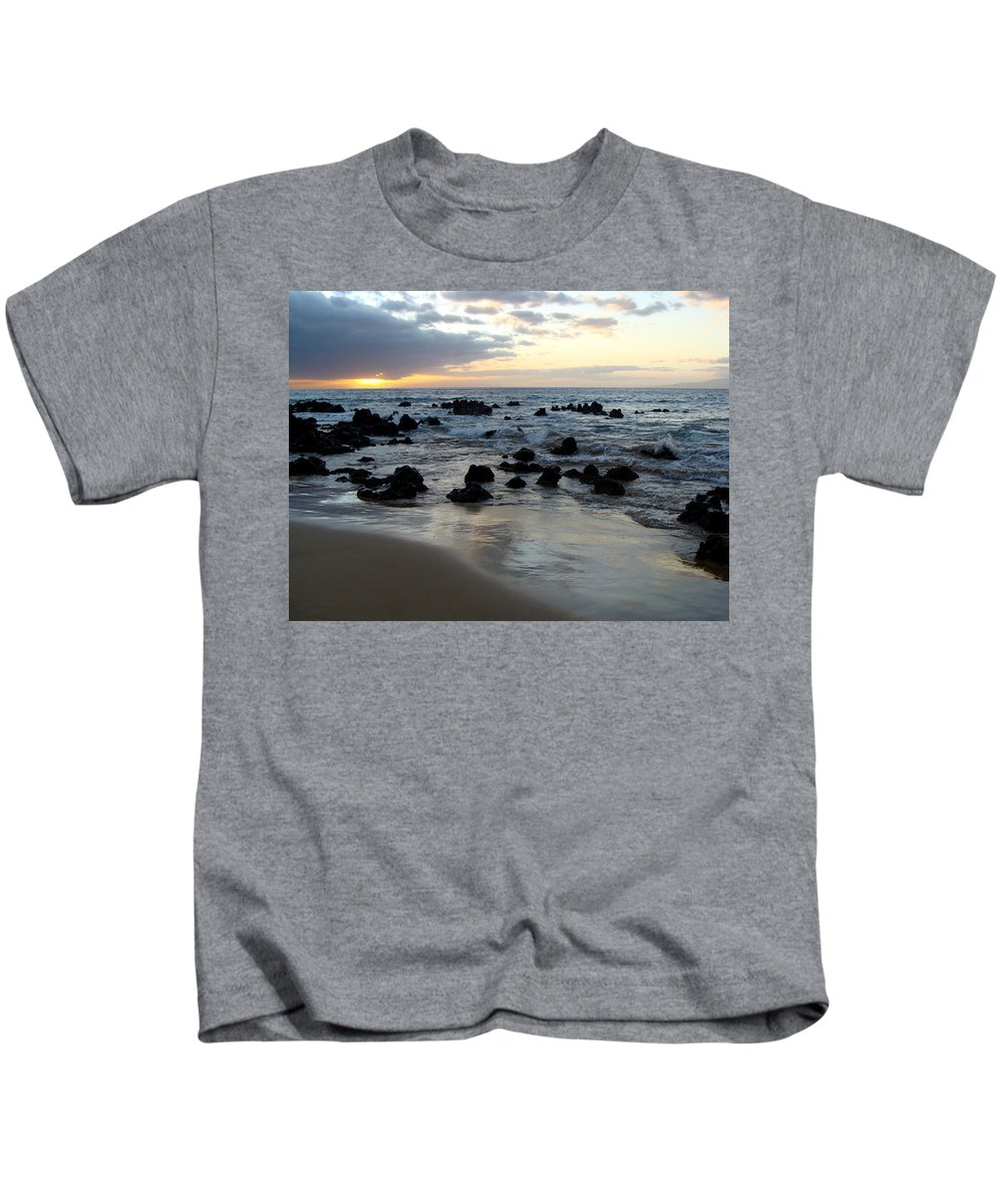 Keawakapu Beach Kids T-Shirt featuring the photograph Keawakapu Kahaulani Maui Sunset by Karon Melillo DeVega