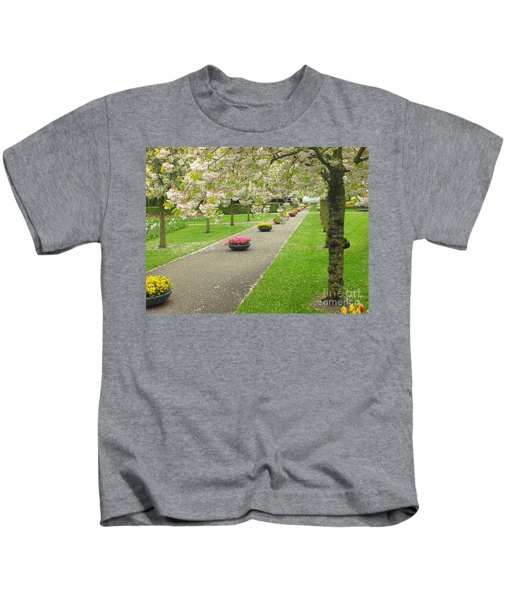 Keukenhof Gardens Kids T-Shirt featuring the photograph Keukenhof Gardens 32 by Mike Nellums