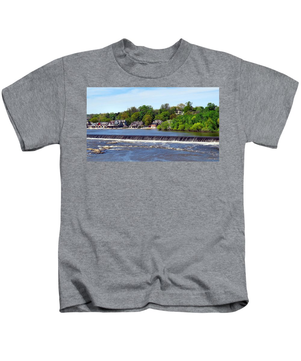 Span Kids T-Shirt featuring the photograph Landscapes In Philly by Art Dingo