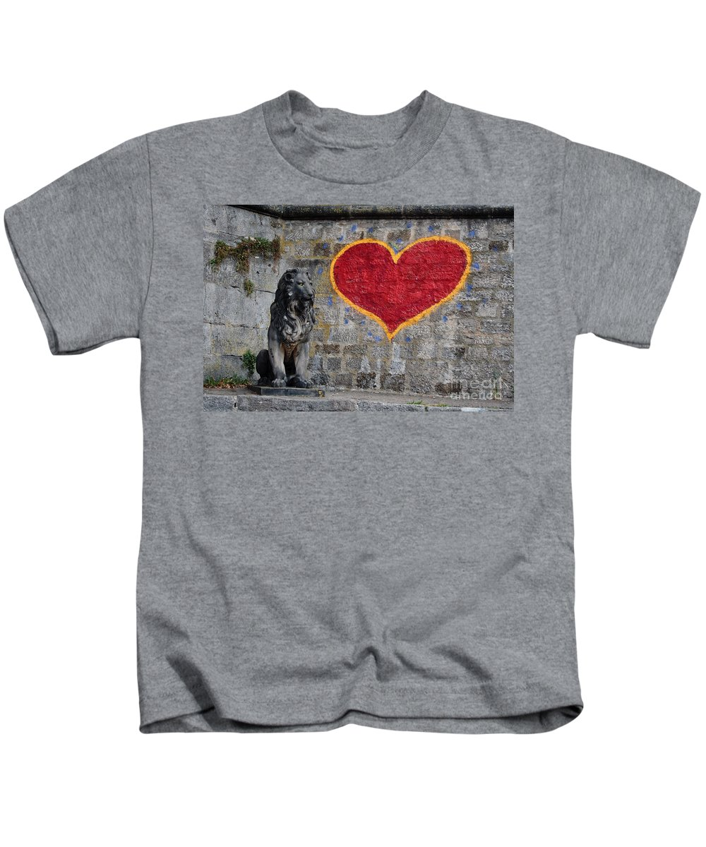 Statue Kids T-Shirt featuring the photograph Lionheart by Thomas Marchessault