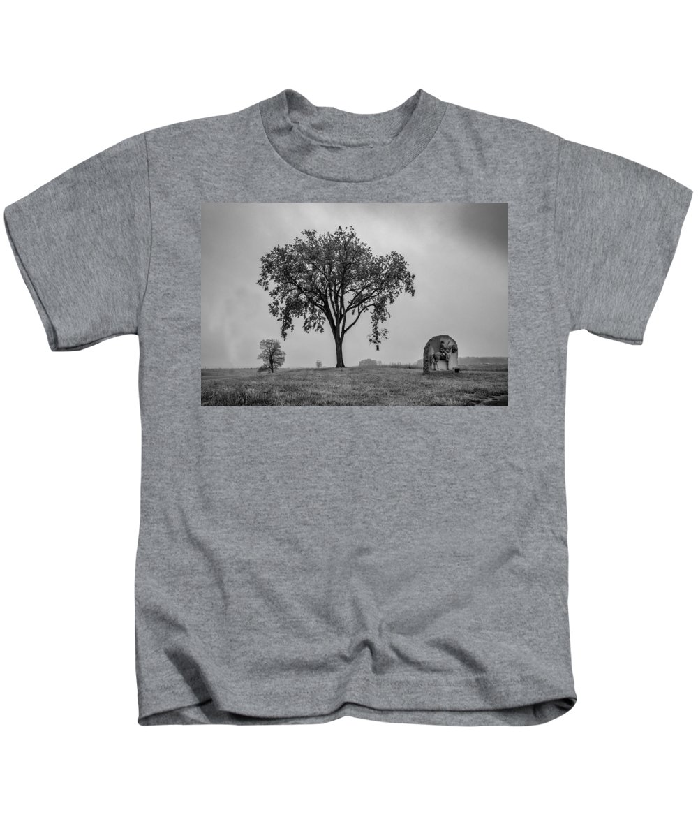 17th Pennsylvania Cavalry Kids T-Shirt featuring the photograph Oak Ridge 2698 by Guy Whiteley