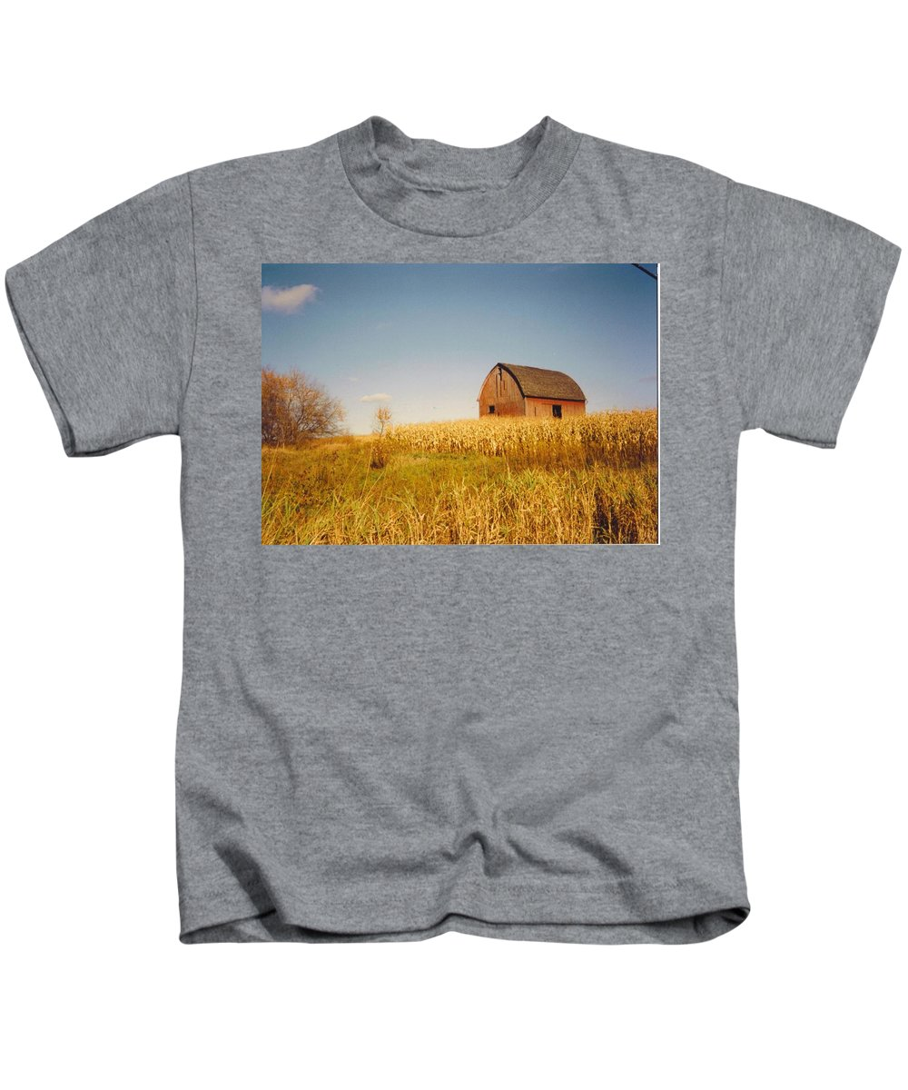 Weathered Barn And Corn Field Kids T-Shirt featuring the photograph Old Barn by Robert Floyd