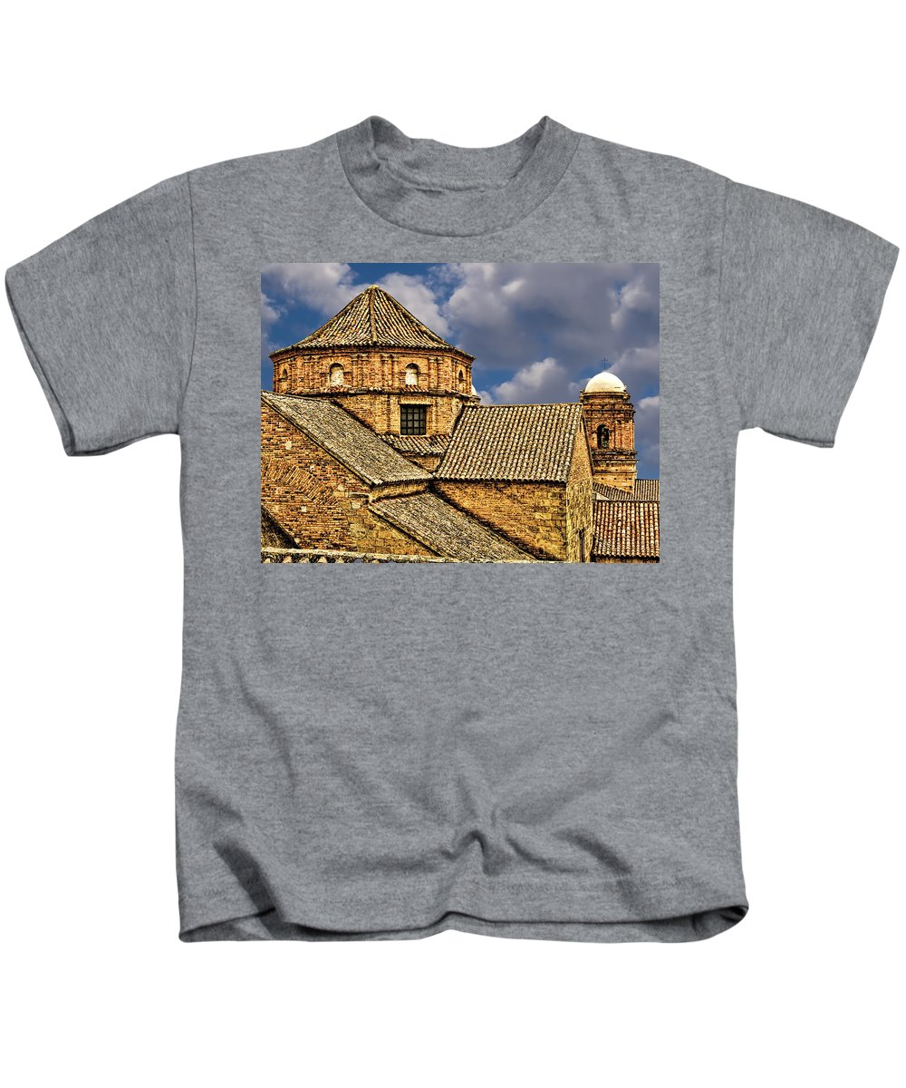 Architecture Kids T-Shirt featuring the photograph Colonial Roof by Maria Coulson