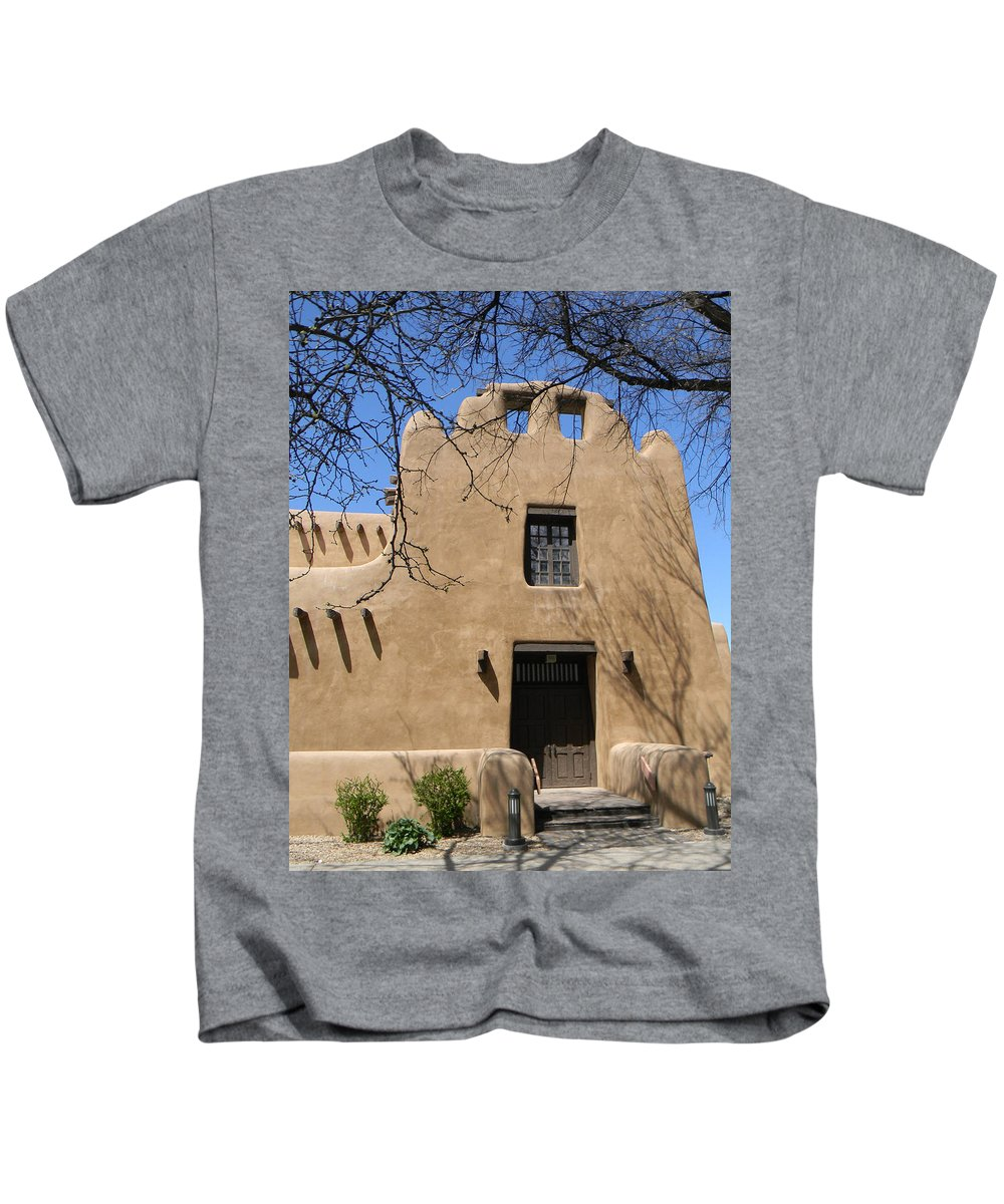 Santa Fe Kids T-Shirt featuring the photograph Santa Fe Adobe Home by Laurie Paci