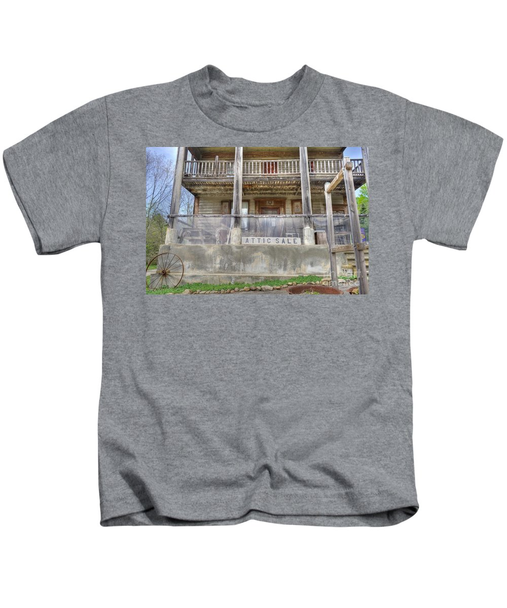 Historical Spot Kids T-Shirt featuring the photograph Stopping For A Bite To Eat On The Underground Railroad by Todd Schworm