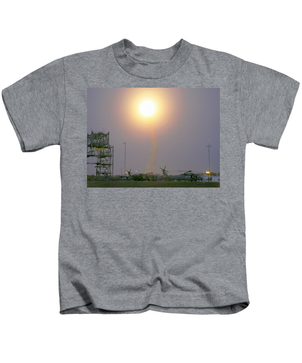 Astronomy Kids T-Shirt featuring the photograph Sts-119, Space Shuttle Discovery by Science Source